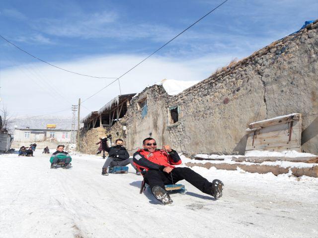 Erzurum'da soğuklar çocukların eğlencesine engel olmuyor