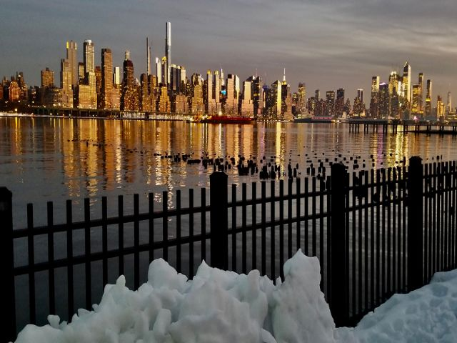 New York'ta kar ve gün batımı