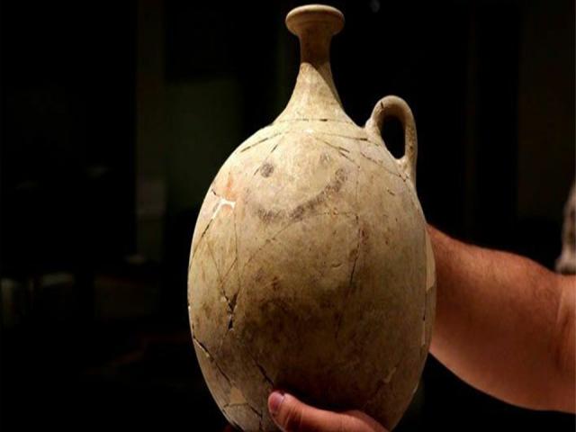 """Gaziantep'te 3700 yıllık """"Gülücüklü"""" matara bulundu"""
