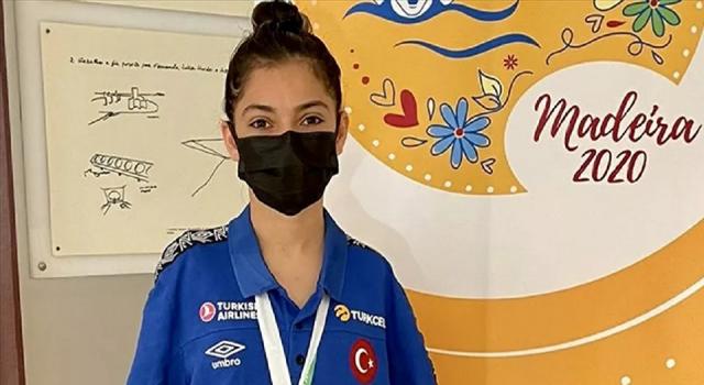 Türk paralimpik yüzücü Sevilay Öztürk, Avrupa ikincisi