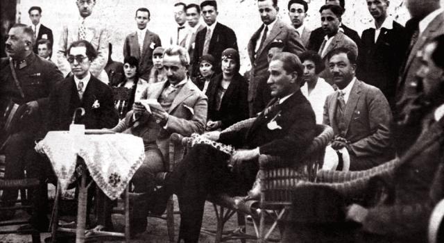Atatürk'ün Karşıyaka fotoğrafı 95 yıl sonra canlandırıldı