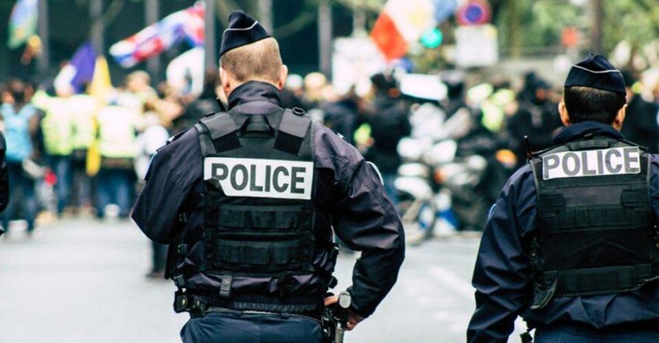 Fransa'da yasak parti arbedesi! Polis yanlışlıkla gazeteci vurdu