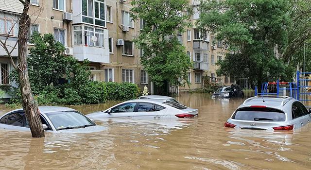 Kırım'da acil durum ilan edildi