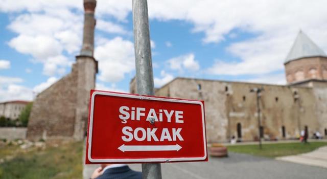 Sivas'ta tabelalarında Türkçe isim kullanan işletmelere yüzde 75 vergi indirimi