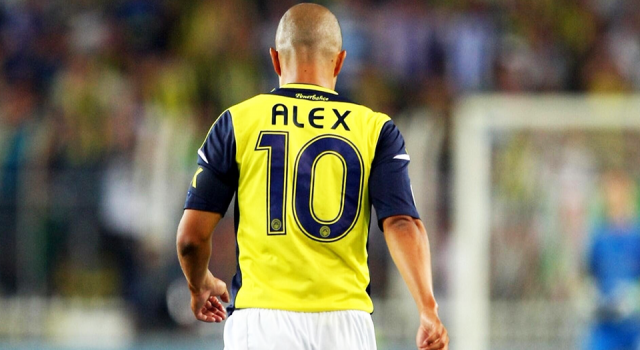 Fenerbahçe'nin efsane futbolcusu Alex de Souza 44 yaşında!