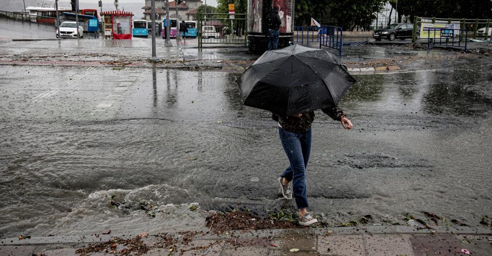 Meteoroloji'den kritik uyarı! Sel ve su baskınlarına dikkat