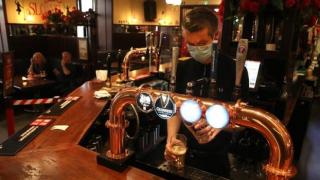 """İngiltere'de barların zararlarını telafi için """"62 litre bira için"""" kampanyası"""