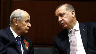 """""""Bahçeli, anlaşılan Erdoğan'dan çok çekiniyor"""""""