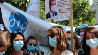 Fransa'da psikologlar sokağa indi
