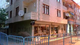 İstanbul'da deprem sonrası bir binada tahliye