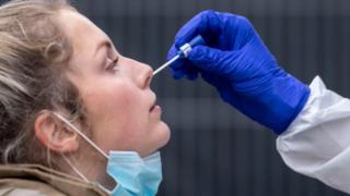 İsveç'te skandal! 100 bin kişiye sahte PCR testi satılmış