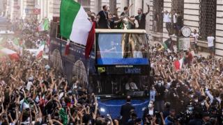 EURO 2020 kutlamaları Roma'ya Covid-19 olarak döndü