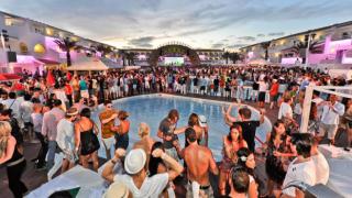 Ibiza'da koronavirüs vakaları patladı: Polis ''parti ajanı'' olacak turist arıyor