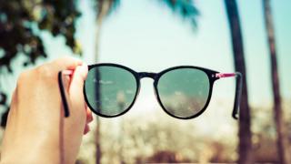 Ucuza satılan gözlükler göz sağlığını tehdit ediyor