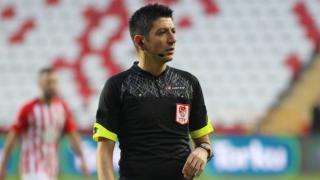 FIFA kokartlı hakem Yaşar Kemal Uğurlu'ya UEFA'dan görev