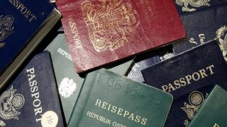 """Taliban yönetimi yeniden """"pasaport"""" dağıtımına başladı"""
