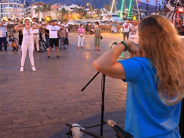 Marmaris'te Dünya Değişim Günü'nde nefes çalışması yapıldı