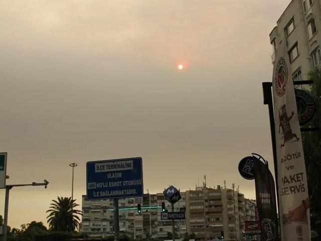 İzmir'de bulanık gökyüzü korkuttu