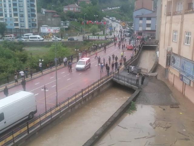 Kastamonu'nun Abana ilçesinde sel nedeniyle ev ve iş yerlerini su bastı