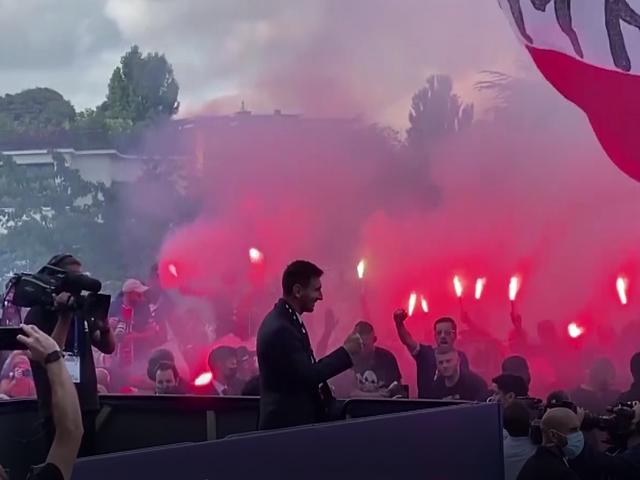 Lionel Messi, PSG taraftarıyla buluştu