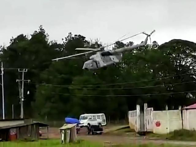 Meksika Donanmasına ait helikopter, iniş yaptığı sırada düştü